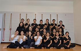 会员练习瑜伽